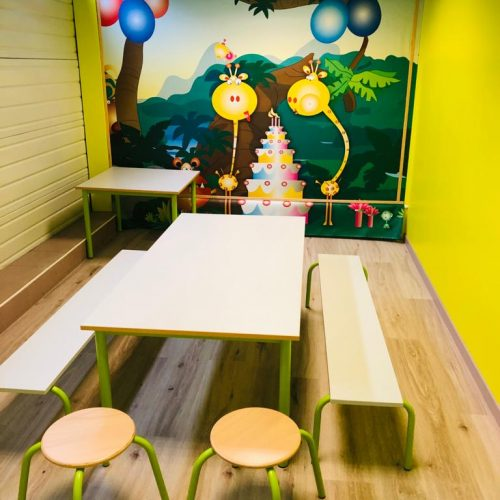 Salle anniversaire Girafou intérieur